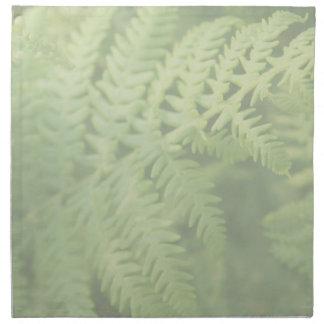 Hojas del helecho, verdes claras. servilletas imprimidas