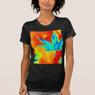 Hojas del pote en para arriba calentada imagen camisetas