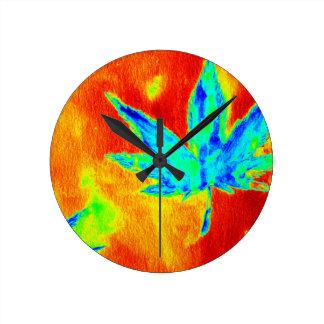 Hojas del pote en para arriba calentada imagen reloj redondo mediano