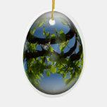 hojas felices de los jóvenes del huevo de Pascua Ornamentos De Reyes