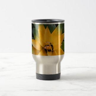 Hojas frondosas del amarillo de la planta del taza de viaje de acero inoxidable