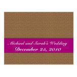 Hojas marrones de moda en fondo marrón claro retro tarjetas postales