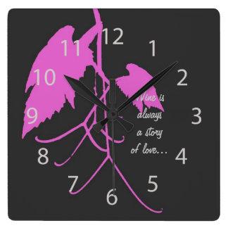 Hojas púrpuras de la uva con la escritura reloj cuadrado