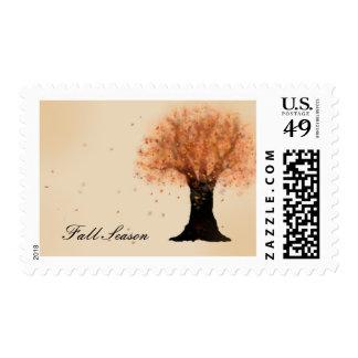 Hojas que caen del árbol de la temporada de otoño sello postal