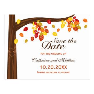 Hojas que caen del otoño que casan reserva la postal