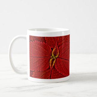 Hojas rojas del coleo taza clásica