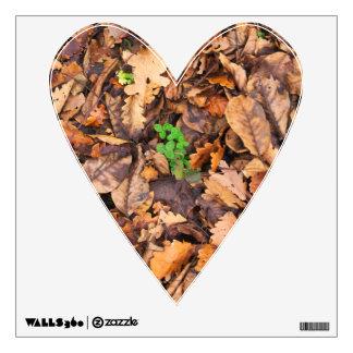 Hojas secas del otoño y tréboles verdes vinilo