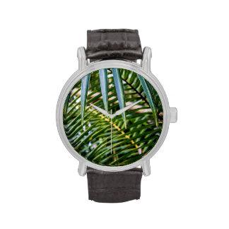Hojas tropicales verdes relojes