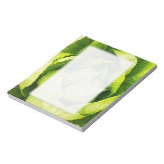 Hojas verdes de la lechuga con las gotas de agua bloc de notas