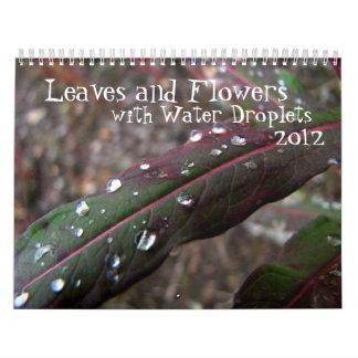 Hojas y flores con las gotitas de agua calendarios de pared