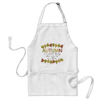 Hojas y frase de otoño coloridas delantal