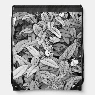 Hojas y pequeñas flores mochilas