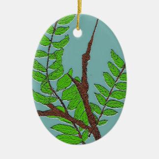 Hojas y ramitas adorno navideño ovalado de cerámica