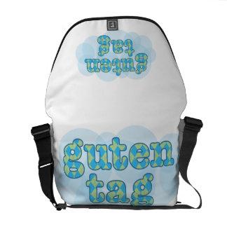 Hola en alemán guten la etiqueta con el modelo del bolsas de mensajería