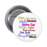 Hola en el Pin del botón de muchas idiomas