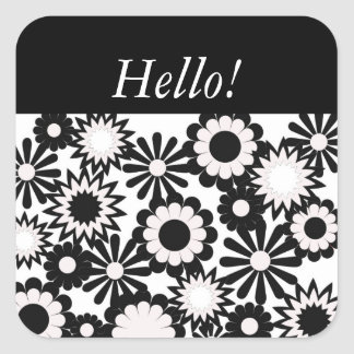 """""""Hola"""" en un diseño floral blanco y negro Pegatina Cuadrada"""