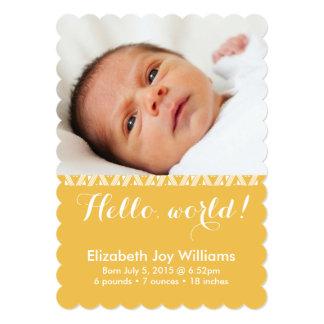 Hola invitación amarilla de oro del nacimiento del
