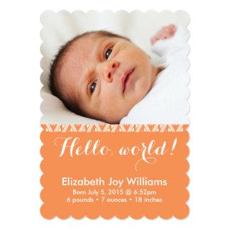 Hola invitación anaranjada del nacimiento del