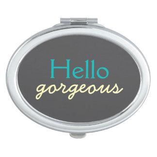 Hola magnífico - adulando a cada trullo del óvalo espejo compacto