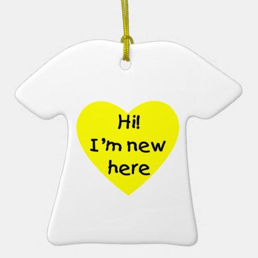 ¡Hola! Soy nuevo aquí (el amarillo) Adorno Navideño De Cerámica En Forma De Playera