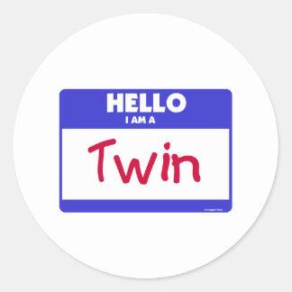 Hola soy un azul gemelo pegatina redonda