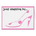 Hola zapatos rosados de las novias felicitaciones