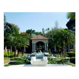 Hollis Gardenscape Tarjeta Postal