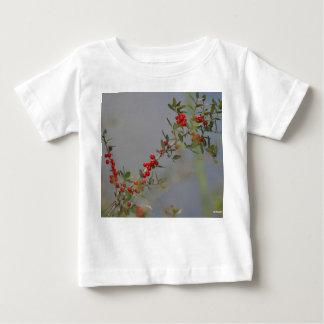 Holly berry stem against grey background tshirt