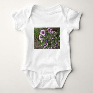 Hollyhocks púrpuras body para bebé