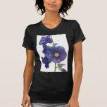 Hollyhocks púrpuras camisetas