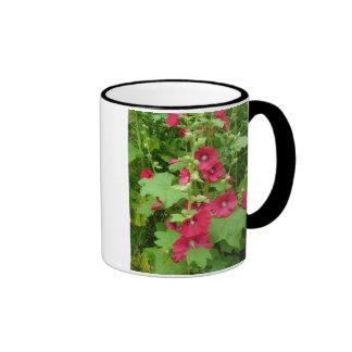 Hollyhocks rojos tazas de café