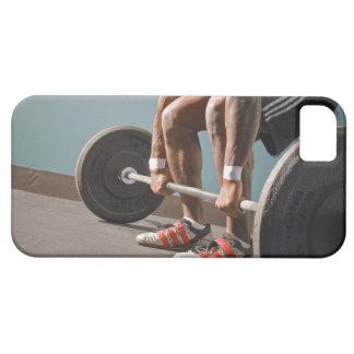 Hombre afroamericano que resuelve el gimnasio funda para iPhone SE/5/5s