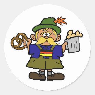 Hombre alemán de Oktoberfest con el pegatina de la