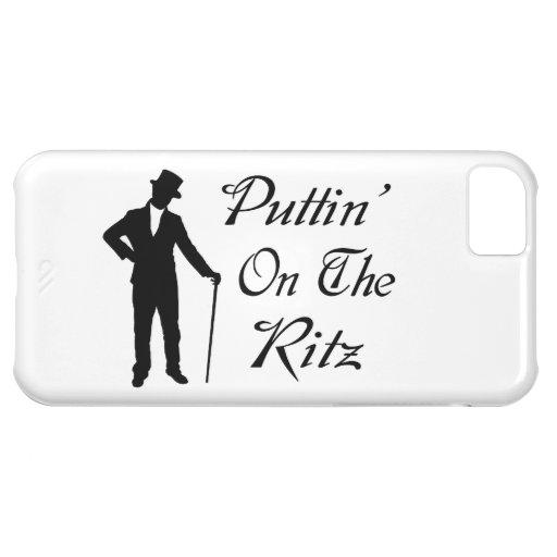 Hombre apuesto Puttin en el Ritz