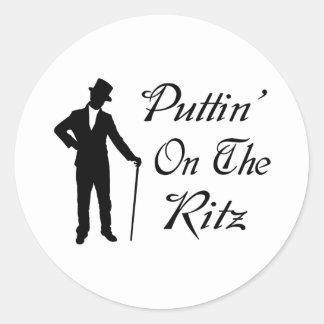 Hombre apuesto Puttin en el Ritz Pegatina Redonda