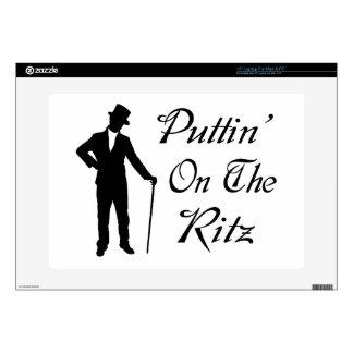 Hombre apuesto Puttin en el Ritz Portátil 38,1cm Skins
