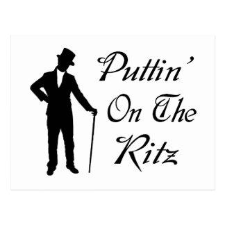 Hombre apuesto Puttin en el Ritz Tarjeta Postal