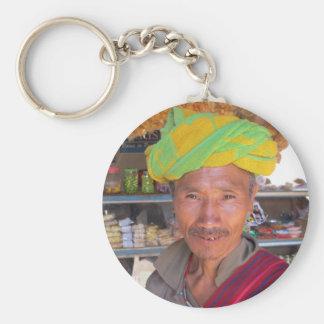 Hombre cerca de Kalaw, Myanmar de la tribu de la c Llavero Redondo Tipo Pin