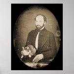 Hombre con el Daguerreotype 1854 del gato Poster