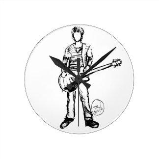 Hombre con la guitarra reloj redondo mediano