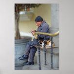 Hombre con su gato - lectura del periódico impresiones