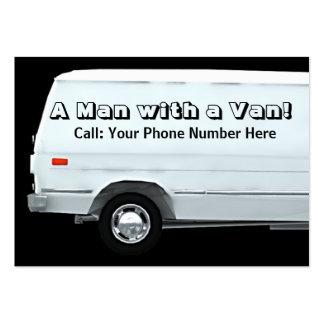 Hombre con un negocio de la furgoneta/las tarjetas tarjetas de visita grandes