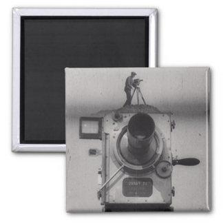 Hombre con una cámara de película (1r tiro) imán cuadrado