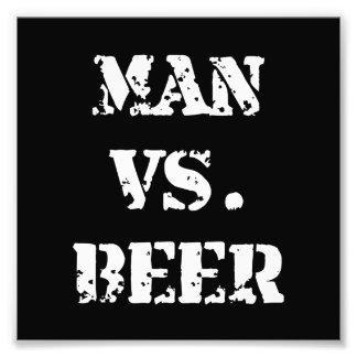 Hombre contra la cerveza fotografías