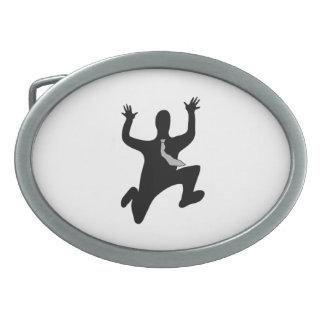 Hombre corriente asustado hebillas de cinturon