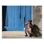 Hombre cubano y su cigarro póster