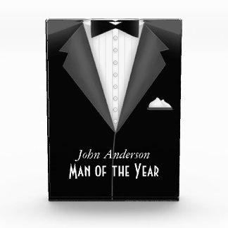 Hombre de encargo de la placa del premio del año