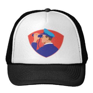 hombre de entrega del empleado de correos del cart gorras de camionero