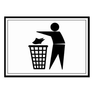 Hombre de la basura que descarga la basura de tarjetas de visita grandes
