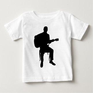 Hombre de la guitarra playera de bebé